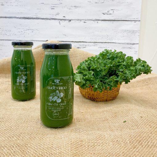 nước cải kale và rau cải xoăn tươi